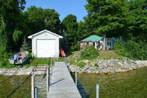 300 Loon Rd, Georgina Islands