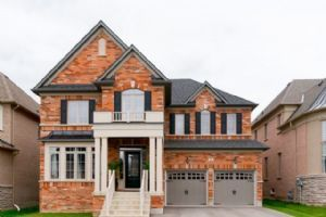 $819,900 • 72 Royal West Dr , Credit Valley