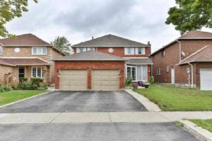 $639,800 • 8 Lord Simcoe Dr , Westgate
