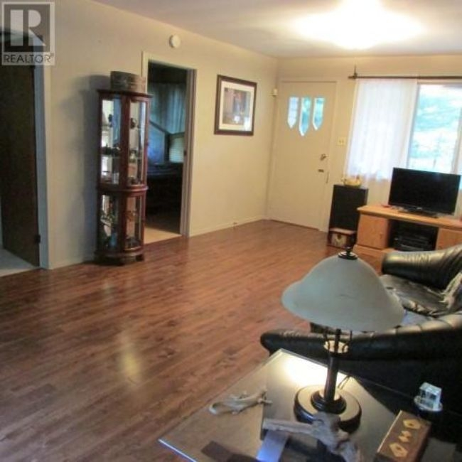 Listing 1553182 - Thumbmnail Photo # 8