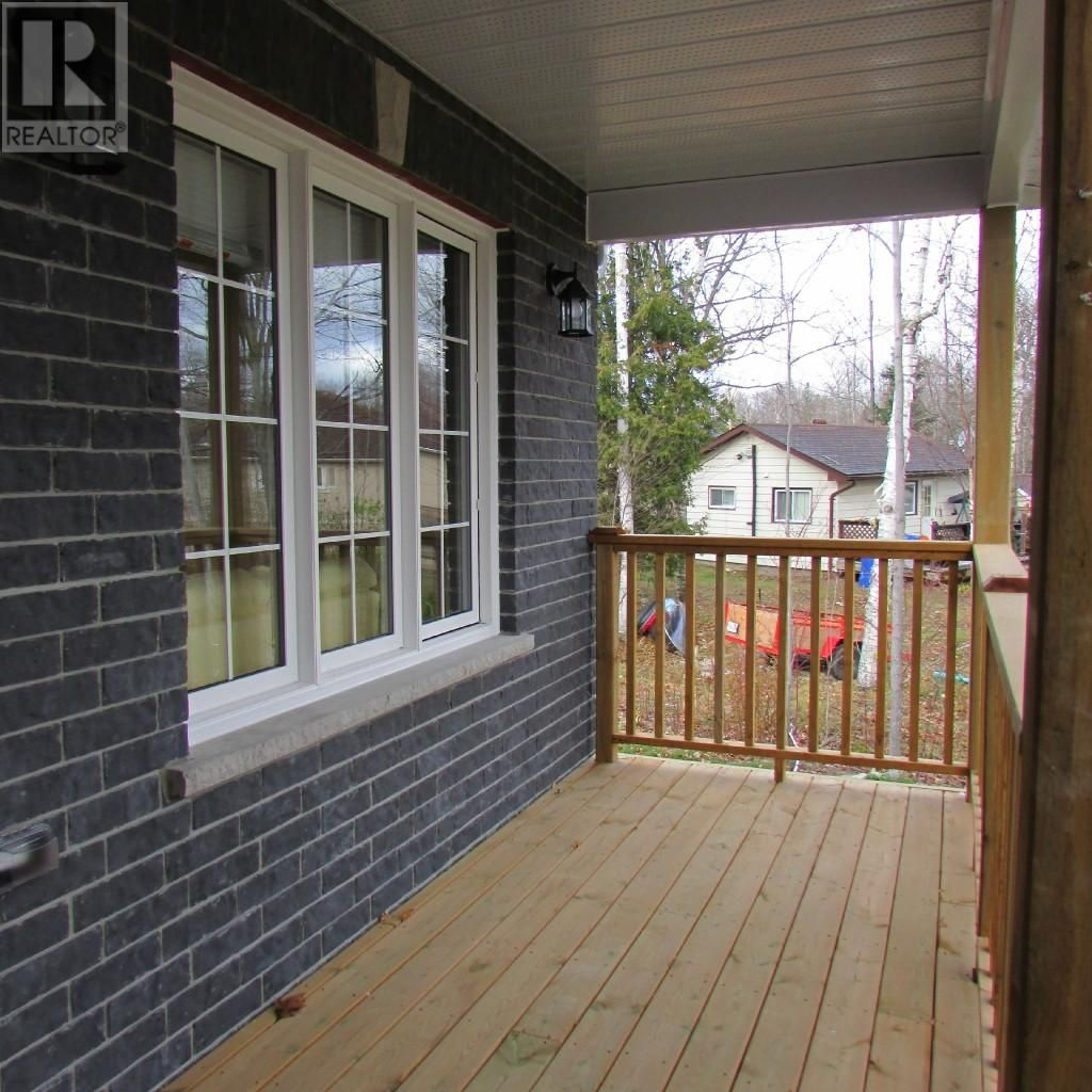 Listing 1558715 - Thumbmnail Photo # 2