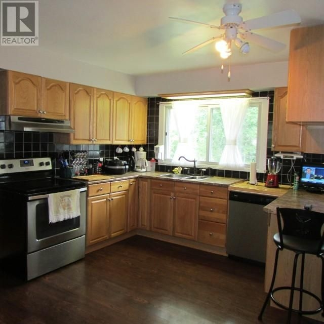 Listing 1552644 - Thumbmnail Photo # 7